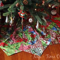 Christmas tree skirt - paper pieced quilting
