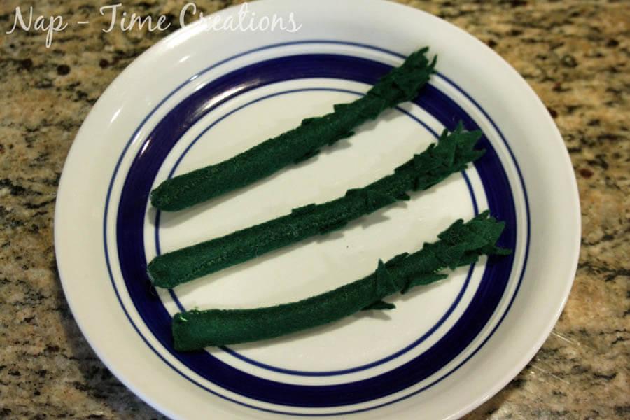 felt food asparagrus