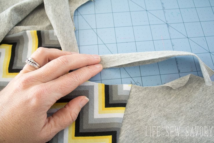 make a raglan shirt neck binding