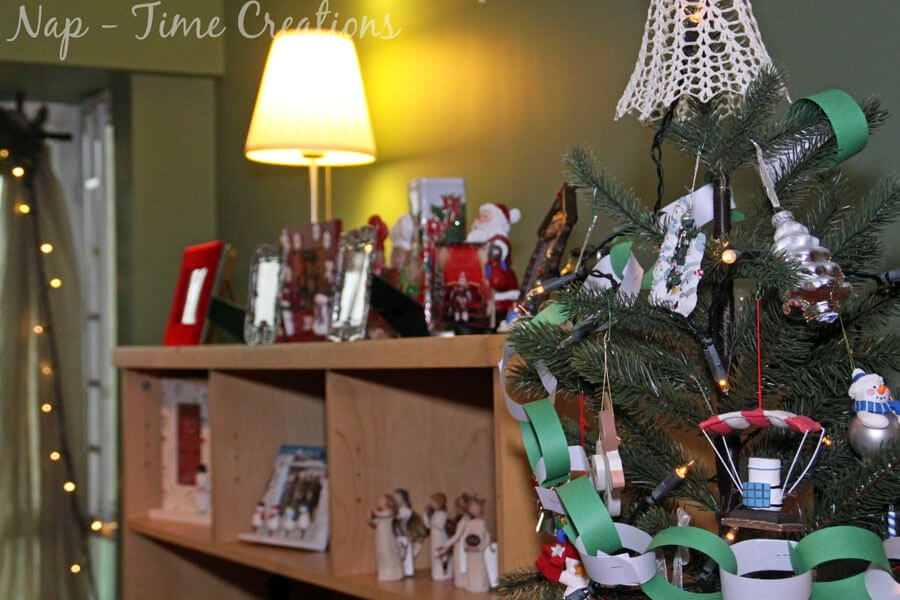 decorating with Chrismtas photos and frames3
