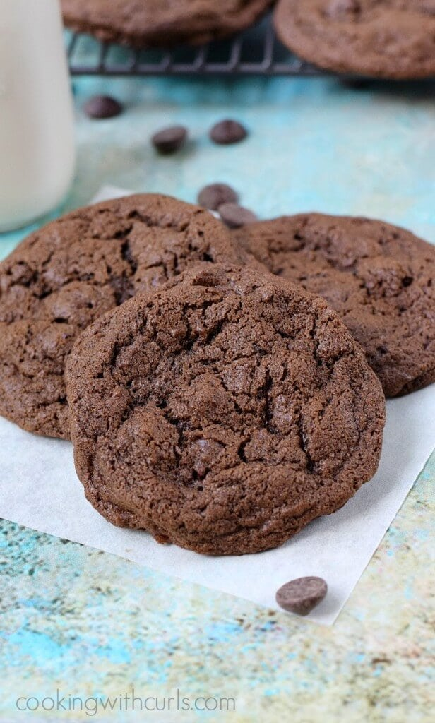 The-Ultimate-Double-Chocolate-Chocolate-Chip-Cookies-cookingwithcurls.com_