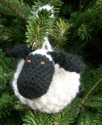 Chubby-Sheep-ornament-on-tree-front-3
