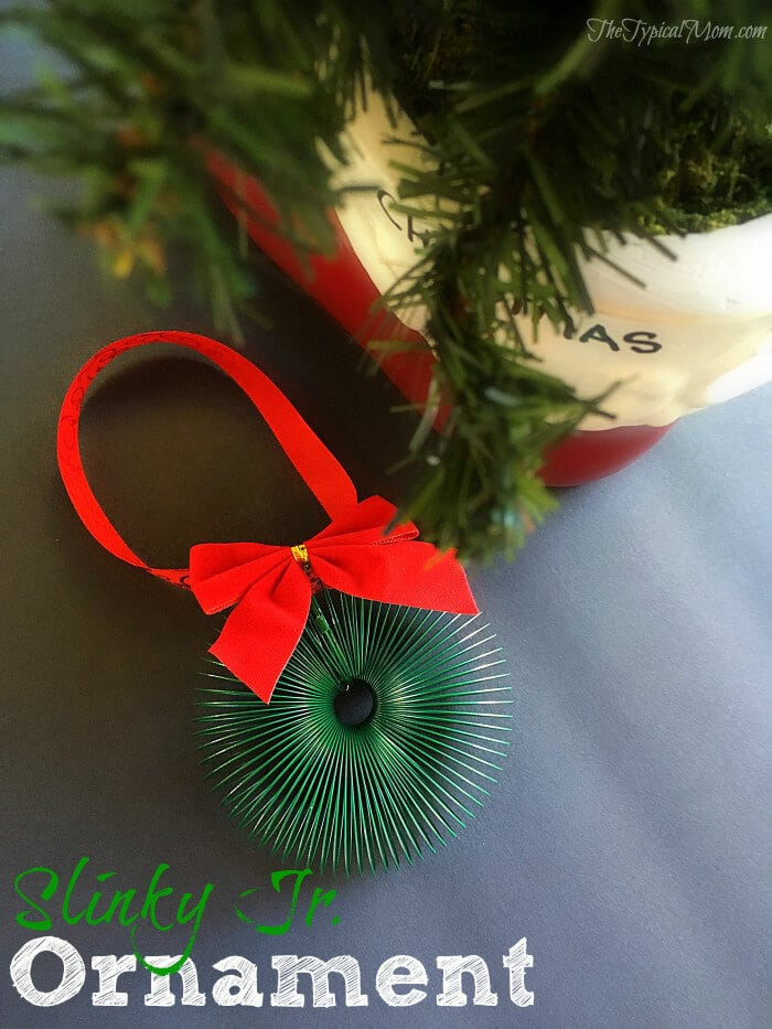 Easy-slinky-jr.-ornament-you-can-make-yourself.-Fun-Christmas-activity-and-craft-to-do-with-kids1-700x933