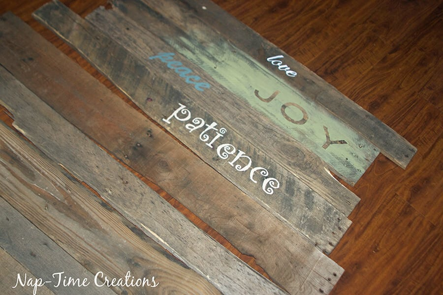 Best Way To Paint Lettering On Pallet Boards