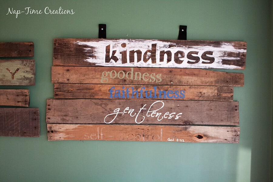 DIY pallet sign tutorial