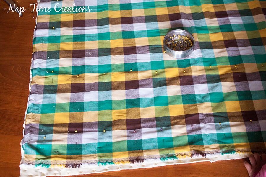 geometic fabric baby blanket tutorial 1