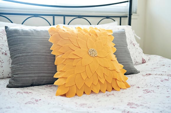 Felt-Sunflower-Pillow-02