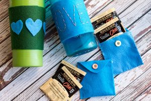 Felt Mug Cozy DIY & tea bag togo