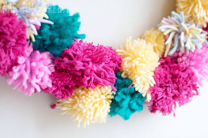 make a pom pom wreath