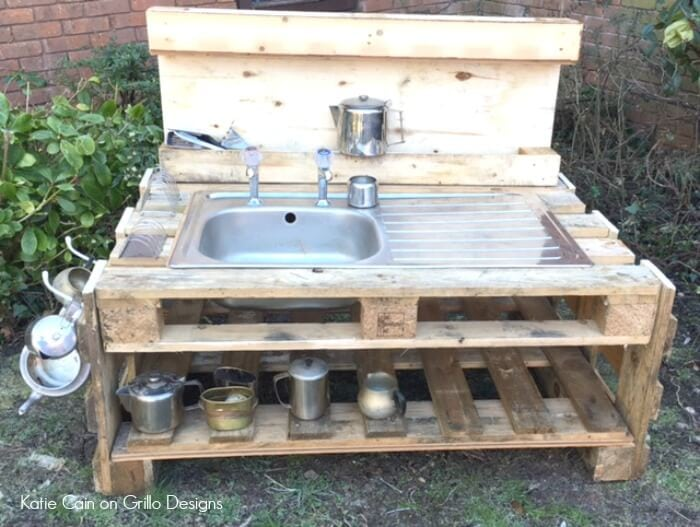 mud kitchen with pallets