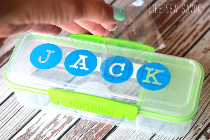 how to add a vinyl label to a lunch box