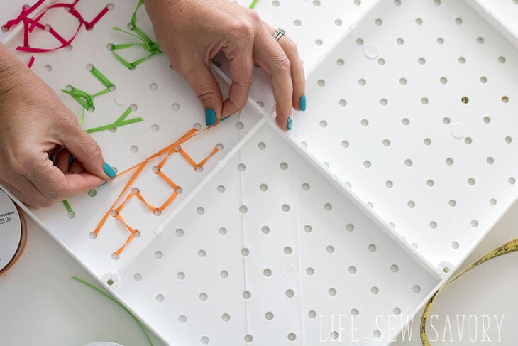 How to decorate a pegboard