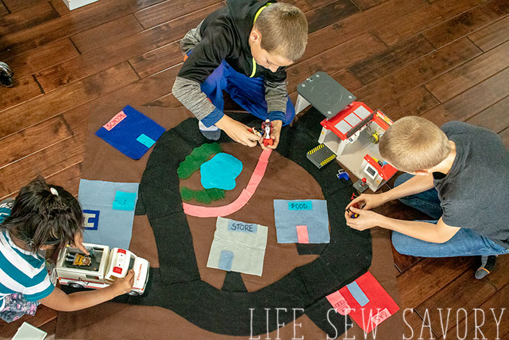 DIY felt playmat tutorial