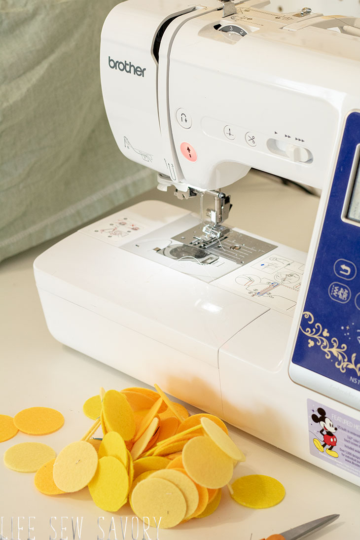 make a felt circle garland on a sewing machine