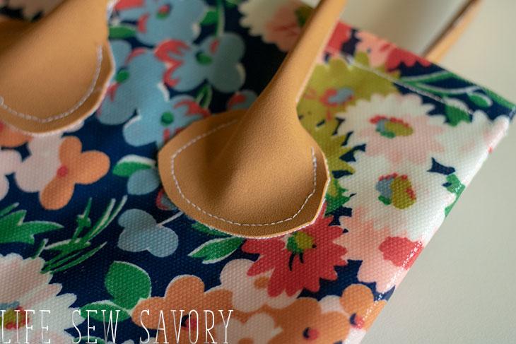 Garden knee pad with handles