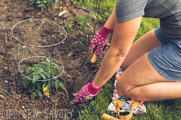 cute DIY Gardening Knee Pad Tutorial