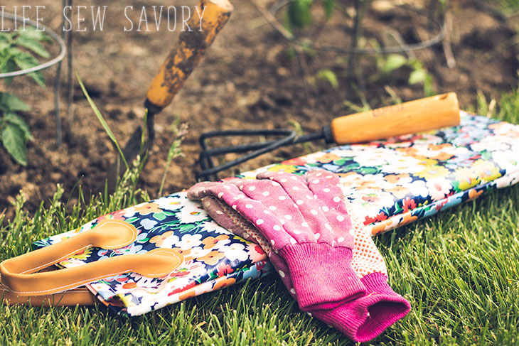 Make your own gardening knee pad