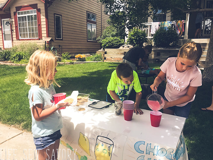 kids prepping the lemonade stand