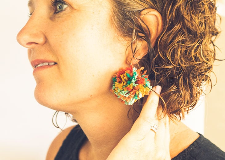 mark your own yarn earrings tutorial