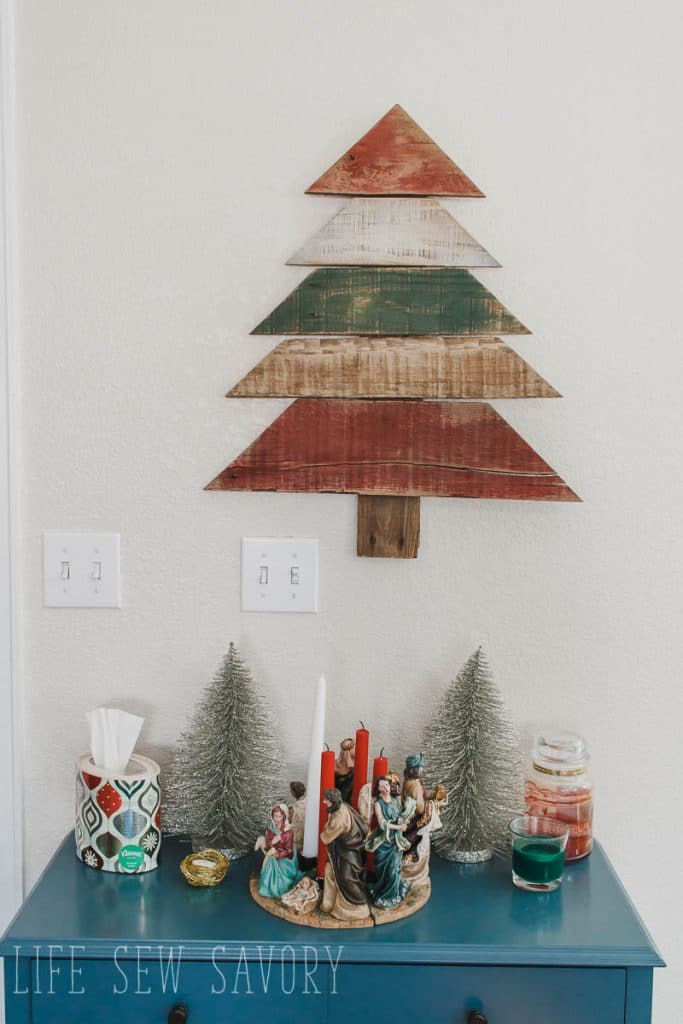 Pallet art Christmas tree