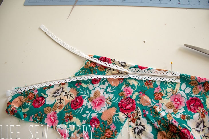 curved neckline
