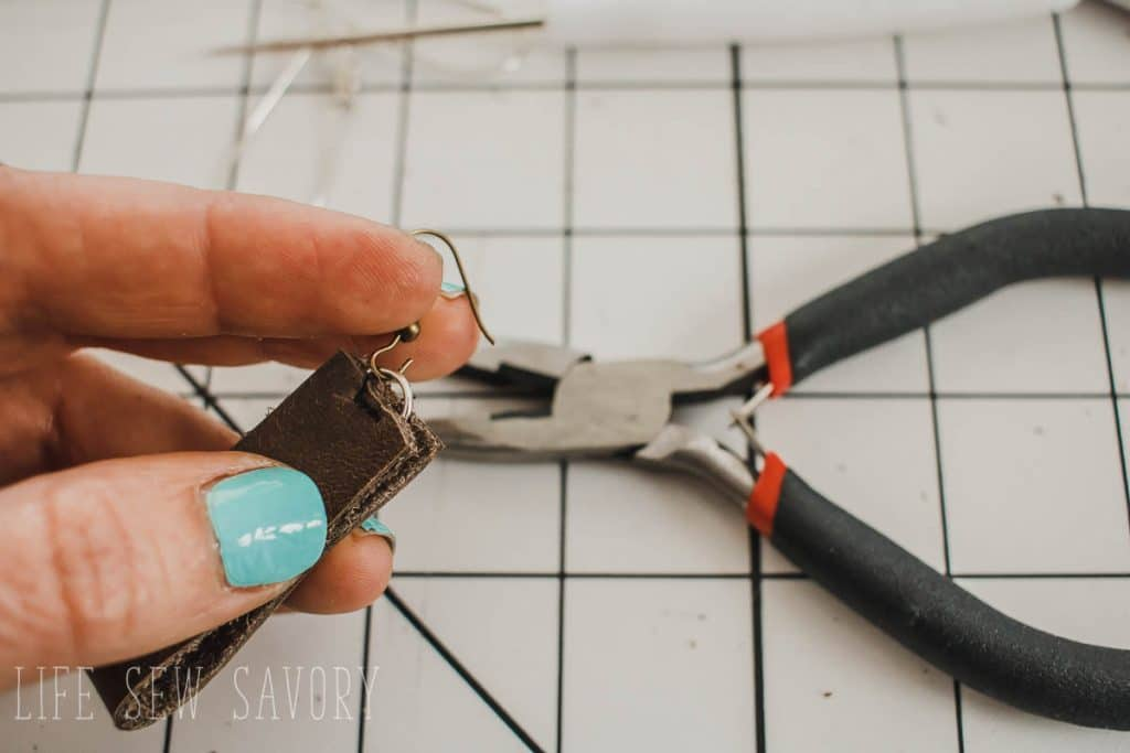 DIY earrings with leather