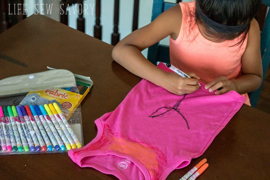 coloring a tank with fabric markers