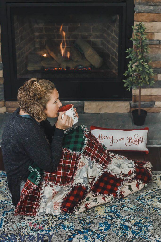 cozy christmas fabric quilt tutorial