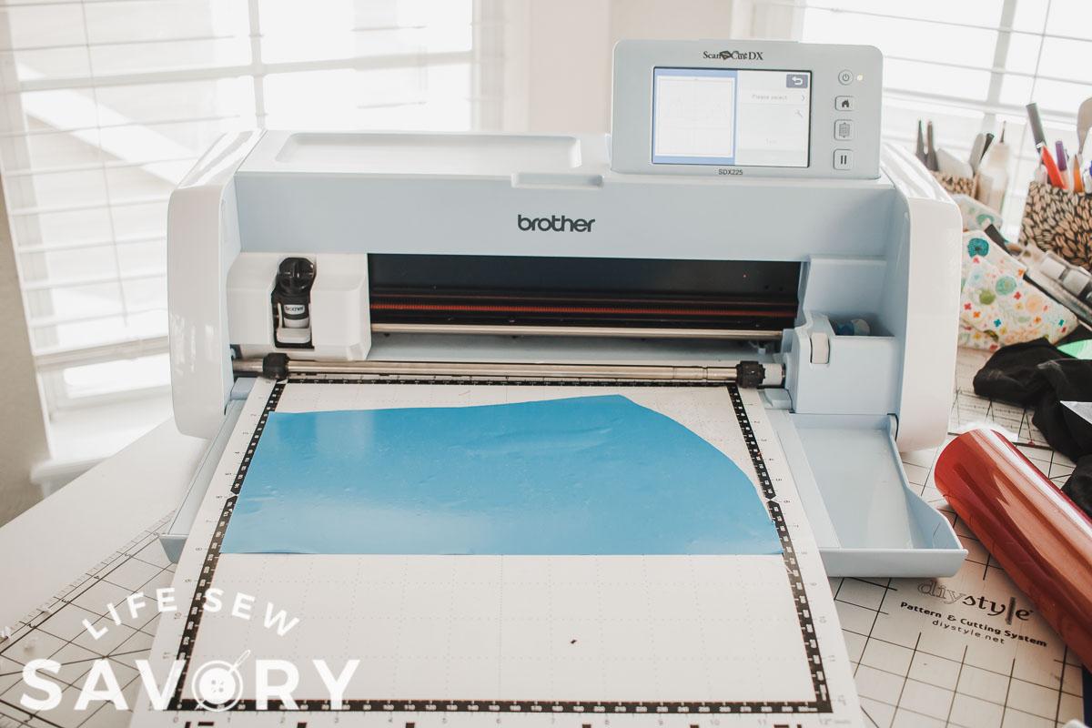 cut vinyl with machine